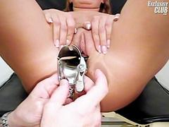 Hot divorced Janelle looking forward to her old gyno doctor