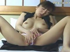 Cute natural Vietnamese Mai,  19 years. Natural screaming when she fingers herself to an orgasm. Beautiful solo masturbation of this asian cutie.