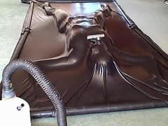Karinas Latex Vacbed Breathplay Experience