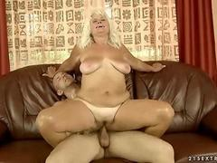 Old fat bitch getting fucked hard in her pussy