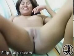 Sexy Filipina Babe Shaved Pussy Live