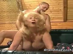 Younger dude fucks blonde granny real nice