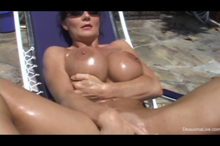Mature milf masterbating
