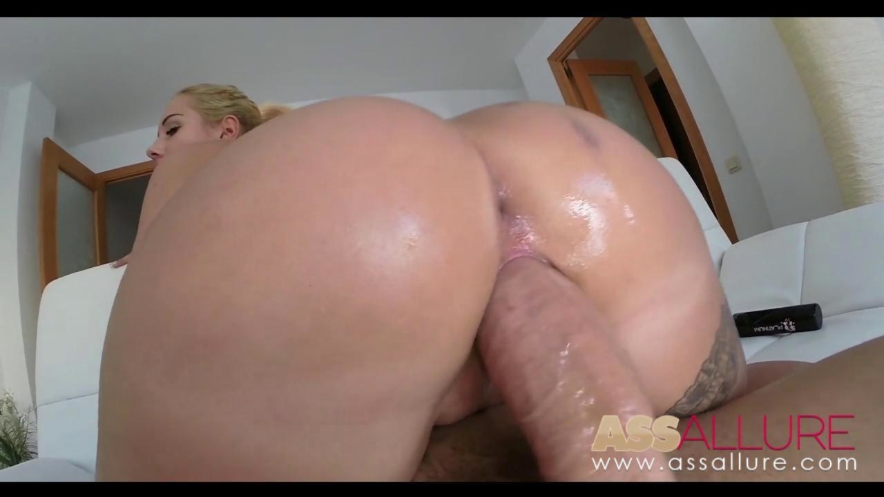 Kyra blacks super booty bubble butt wiggles as monster dick separates its cheecks from behind 6