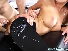 Pretty babe gets sexy leggings cumshot