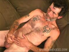 Mature Amateur Robby Beats Off