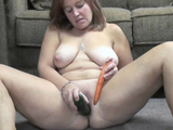 Mature slut Liisa is stuffing her twat with a cucumber