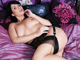 Hot British MILF fingering herself